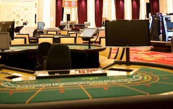 how to work as a dealer at a casino